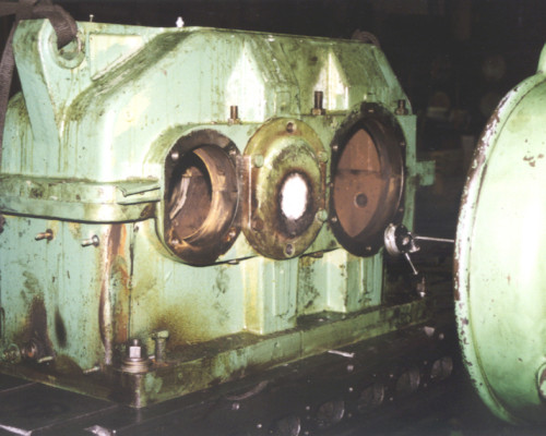 Large gear box - rebuilt bearing areas
