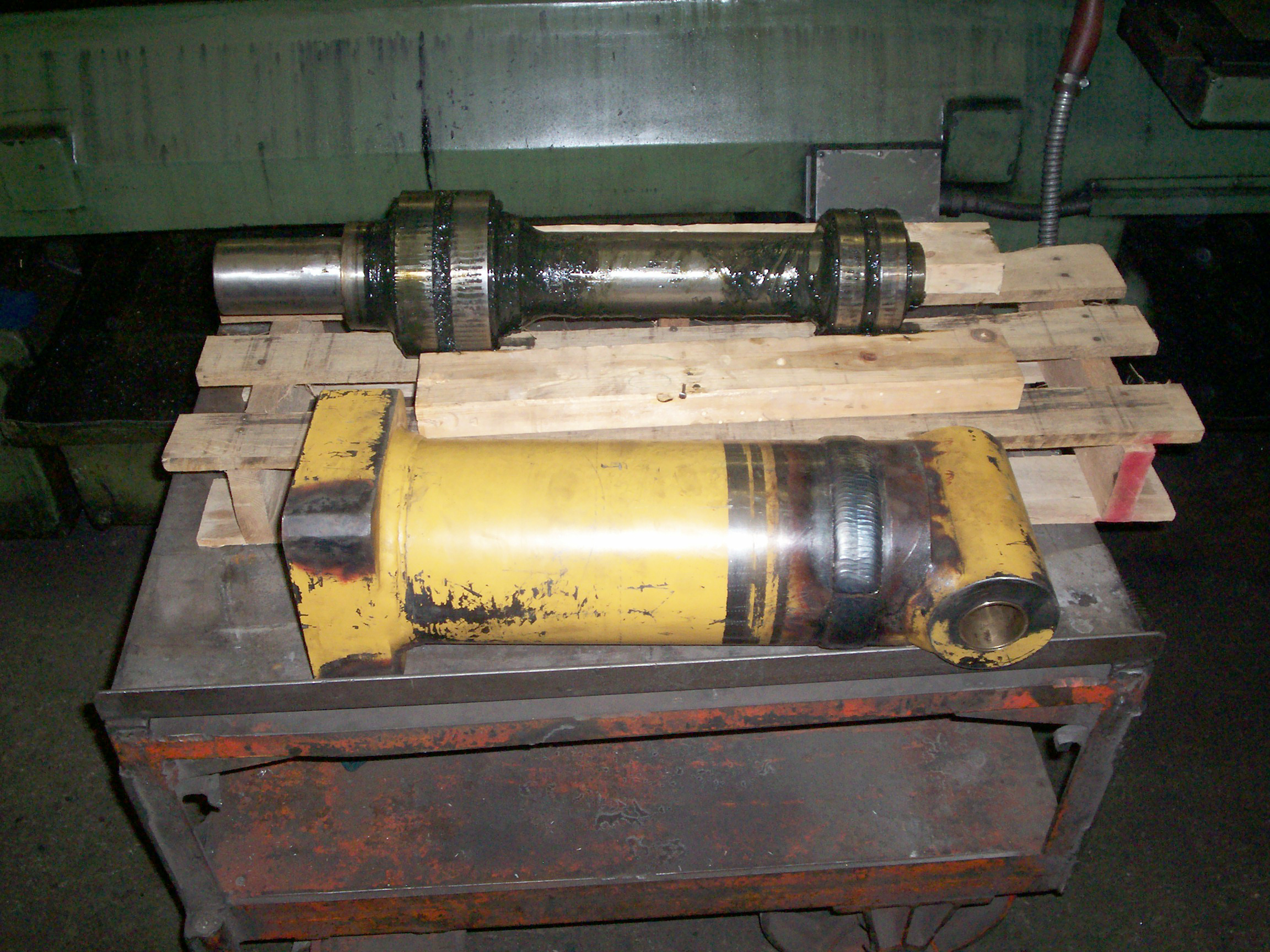 Construction machinery components - rebuilt rod and cylinder